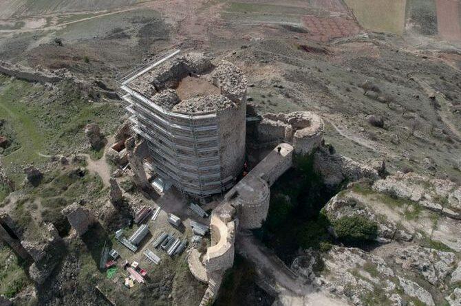 Nuevos hallazgos arqueológicos en el castillo de Moya